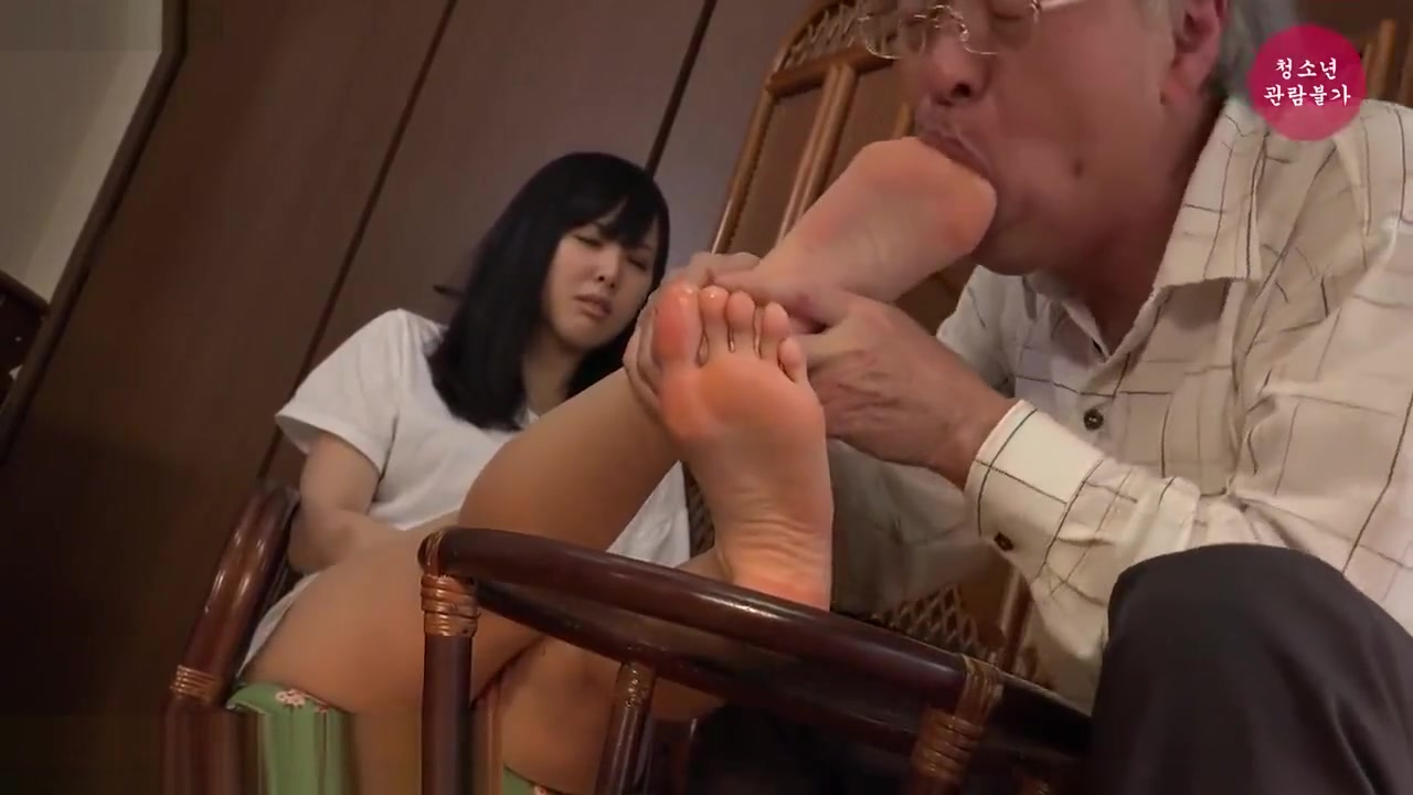 Teen Girls Smelling Feet